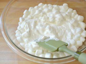 Мастика из маршмеллоу – изысканное украшение тортов-шаг 1
