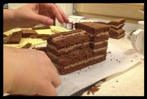 Торт для мальчика Паровозик Томас – мастер-класс-шаг 3