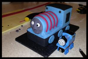 Торт для мальчика Паровозик Томас – мастер-класс-шаг 6