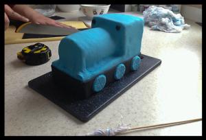 Торт для мальчика Паровозик Томас – мастер-класс-шаг 5