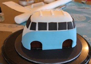 Торт машинка из мастики Автобус-шаг 4