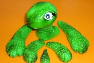 Торт из мастики – Черепаха: мастер-класс-шаг 7