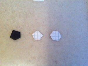 Как украсить торт для мальчика – сделайте мяч из мастики-шаг 1