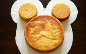 Детский торт Мишка – украшение кремом-шаг 1